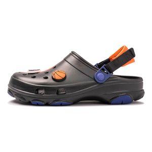 Crocs-Classic-Clogs-x-Space-Jam-2-Preto